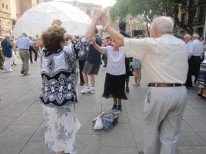 Barcelona dancing spontaneous summer