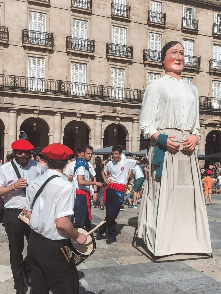 Semana Grande Bilbao gigantes (giants) parade