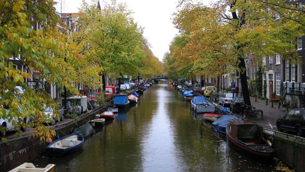 airbnb amsterdam Jordaan canal